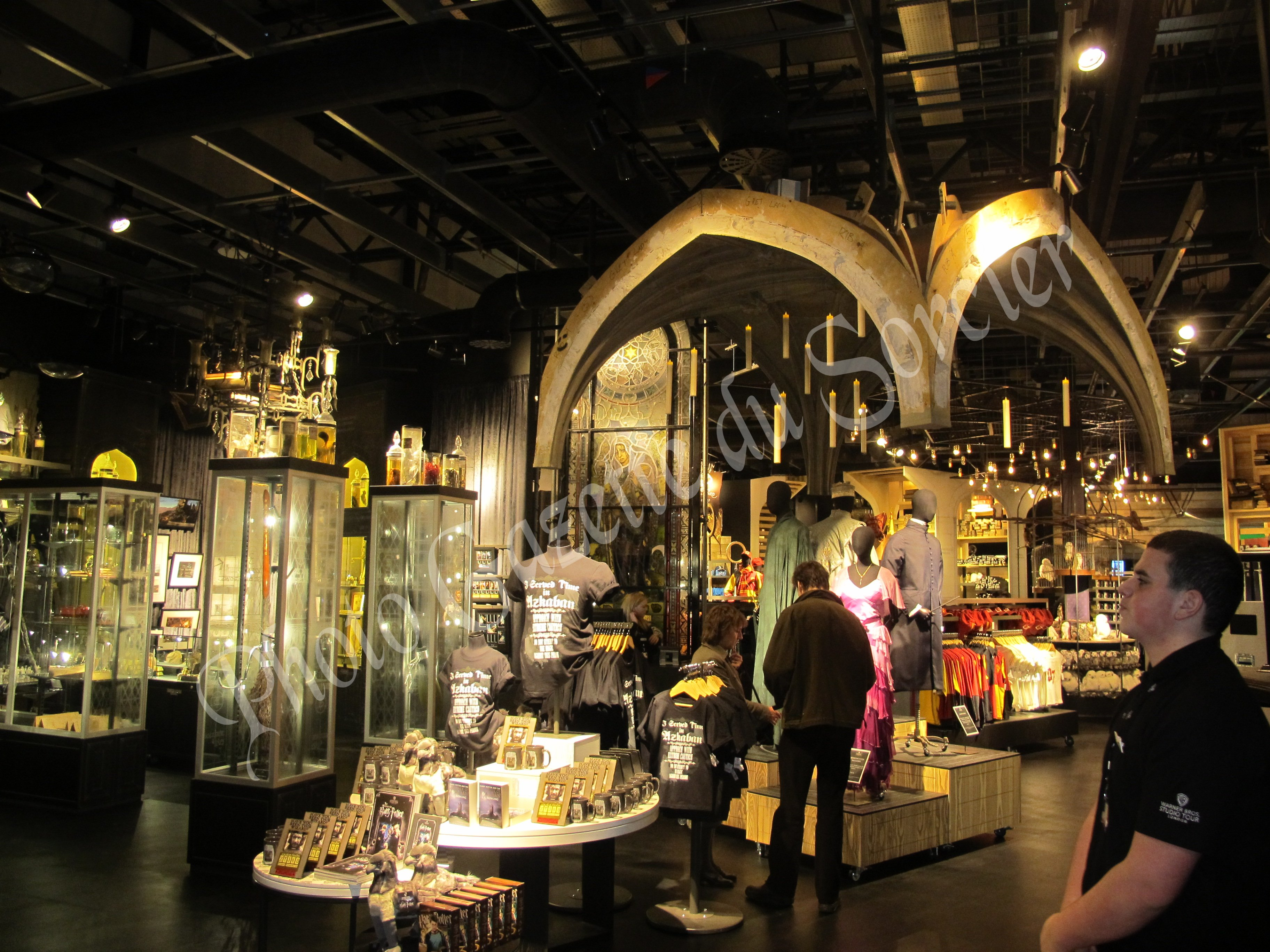 Intérieur de la boutique principale du Studio Tour Harry Potter de Londres