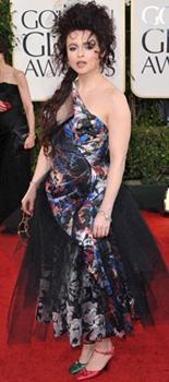 Helena Bonham-Carter et ses chaussures dépareillées aux Golden Globes 2011.