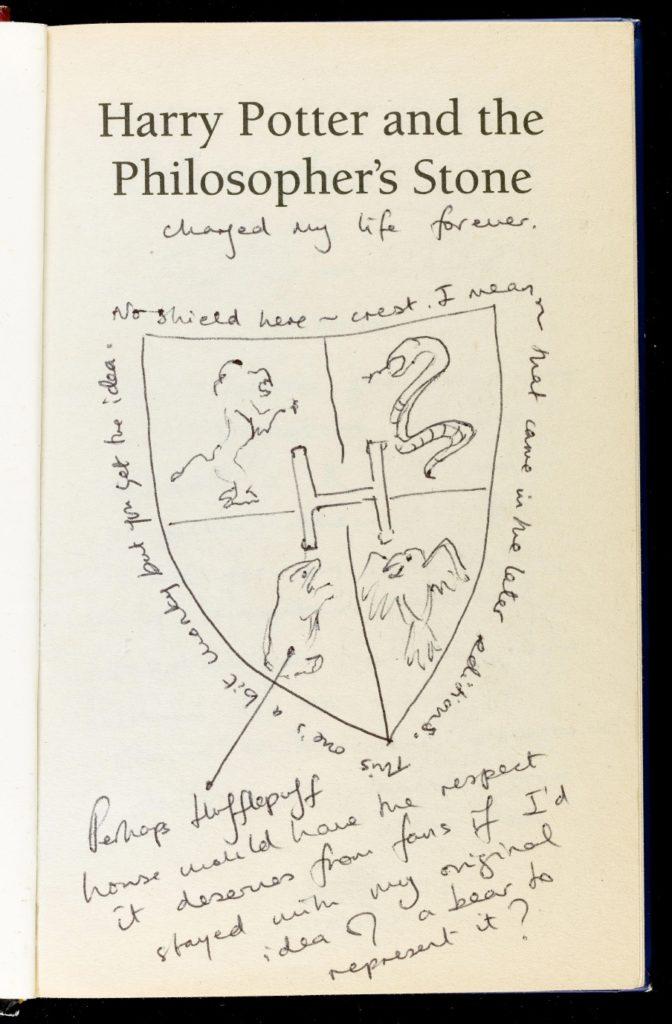 Page de l'Edition annotée de Harry Potter à l'école des Sorciers - blason de Poudlard