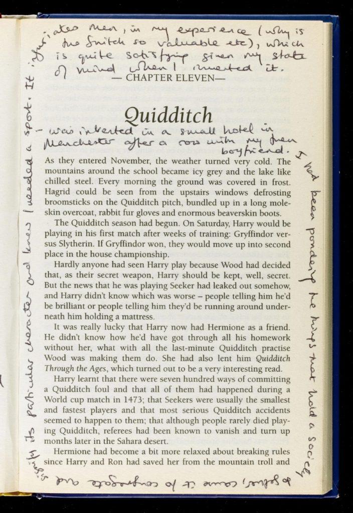 page de l'édition annotée de Harry Potter à l'école des Sorciers - explications sur la créaion du quidditch