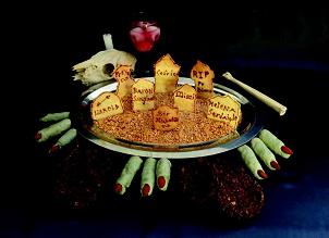 Divers gâteaux ; Yeux délicieux, biscuits RIP, croustillants d'orteils de trolls et nids de cafards (Photo A. Beaupommier)