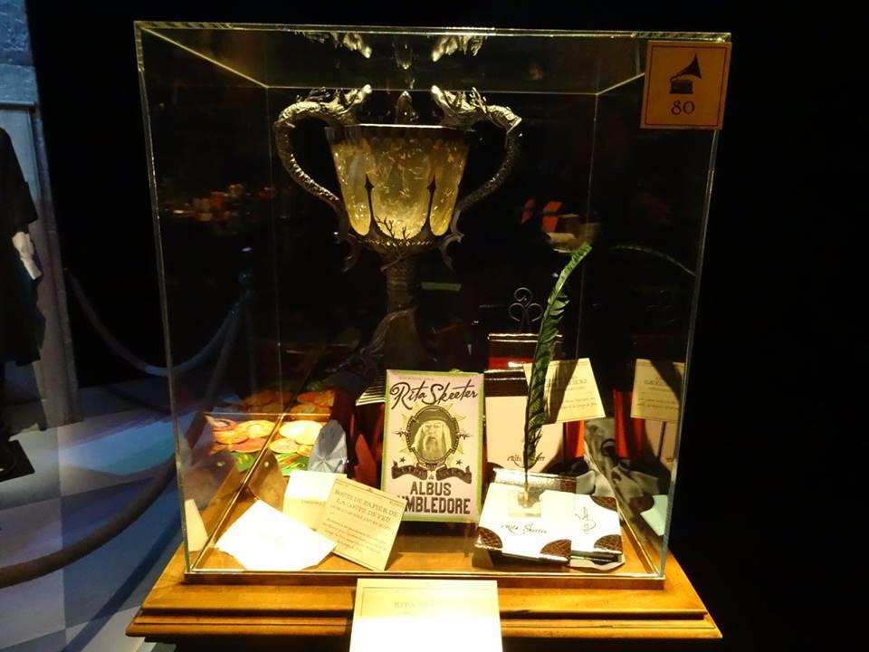 La coupe du trounoi des trois sorciers lors de l'inauguration de L'exposition itinérante Harry Potter à Paris