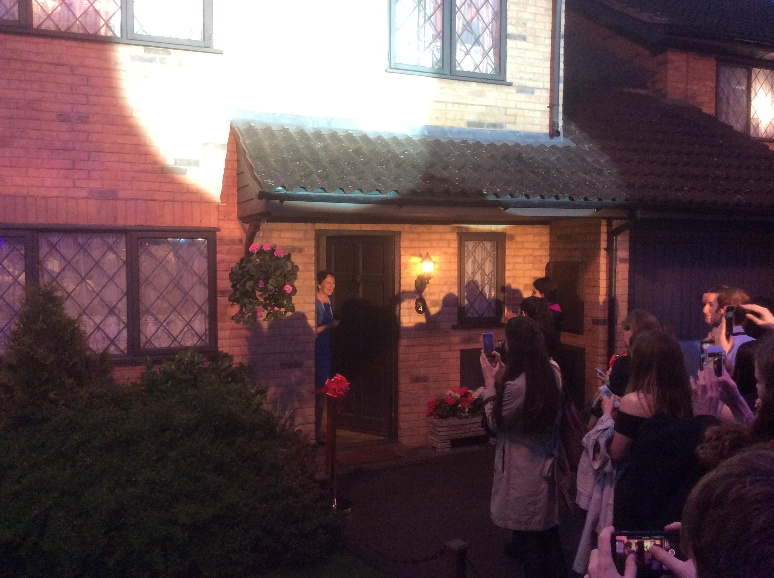 Fiona Shaw inaugure le 4 Privet Drive au Warner Bros. Studio Tour London : The Making Of Harry Potter
