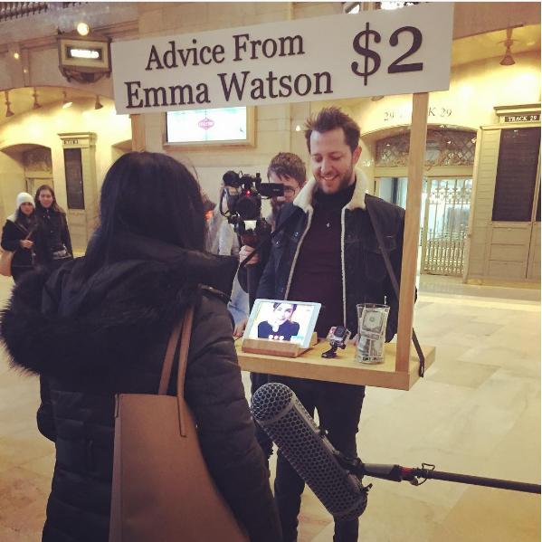 Emma Watson donne des conseils à des voyageurs New-yorkais