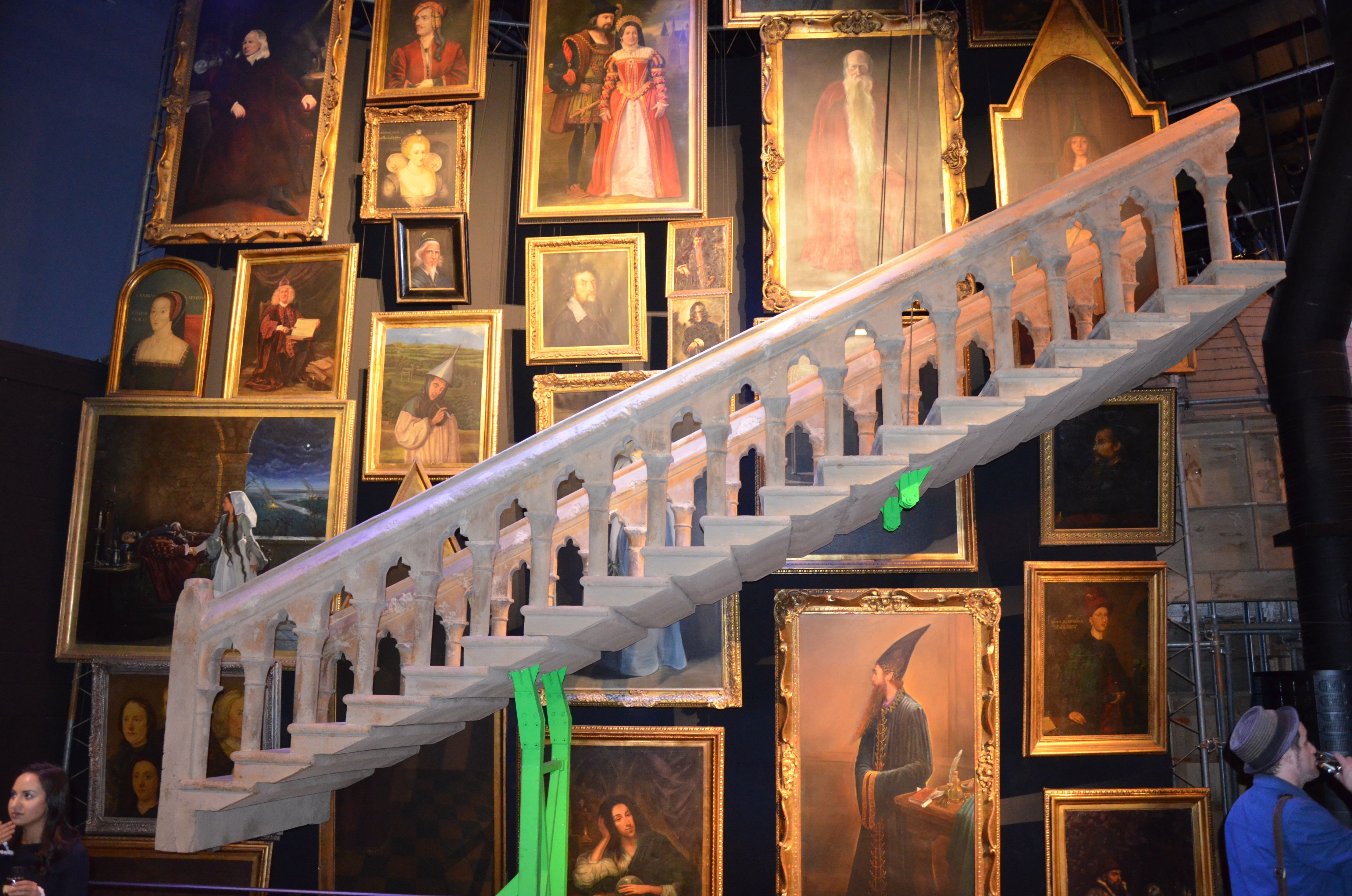 Grand Escalier de Poudlard et les portraits au Warner Bros Studio Tour London : the Making of Harry Potter