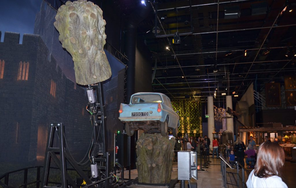 Saule cogneur et Ford Anglia au Warner Bros Studio Tour London : The Making Of Harry Potter