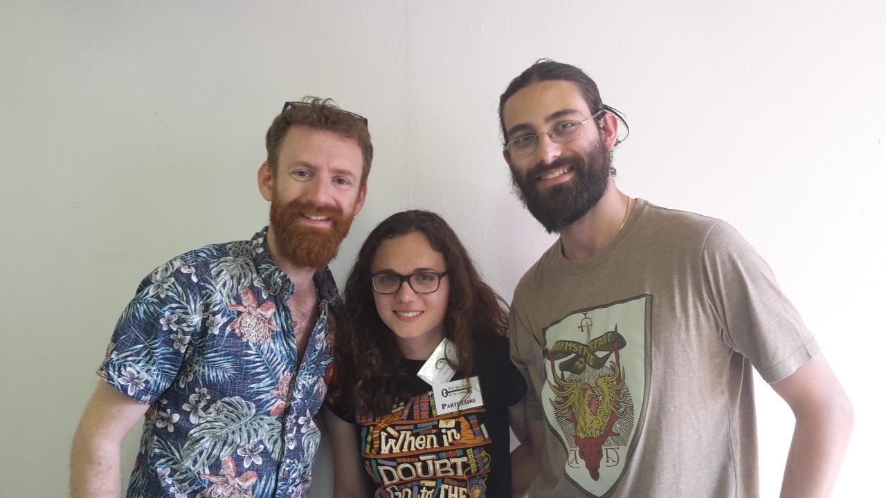 Chris Rankin (Percy Weasley) et deux rédacteurs de la Gazette