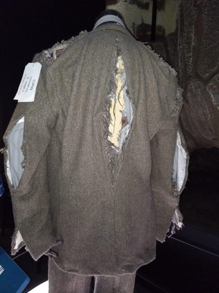 Costume de Remus Lupin après sa transformation en loup-garou dans Harry Potter et le Prisonnier d'Azkaban exposé au Warner Bros Studio Tour London