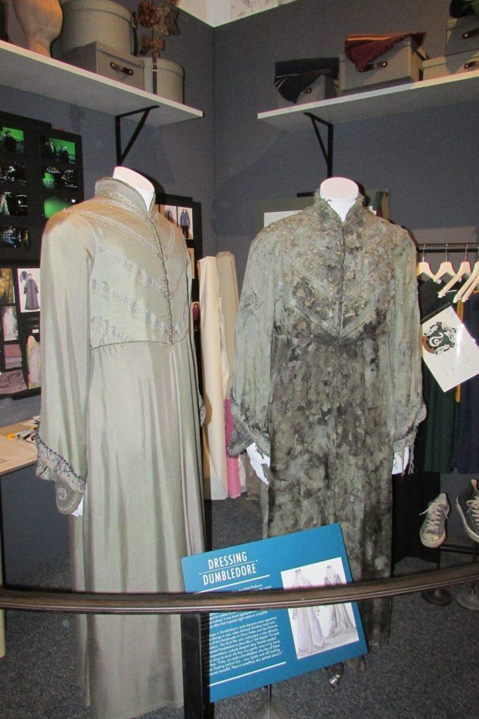 Costume de Albus Dumbledore avant et après sa mort exposé au Warner BRos Studio Tour London