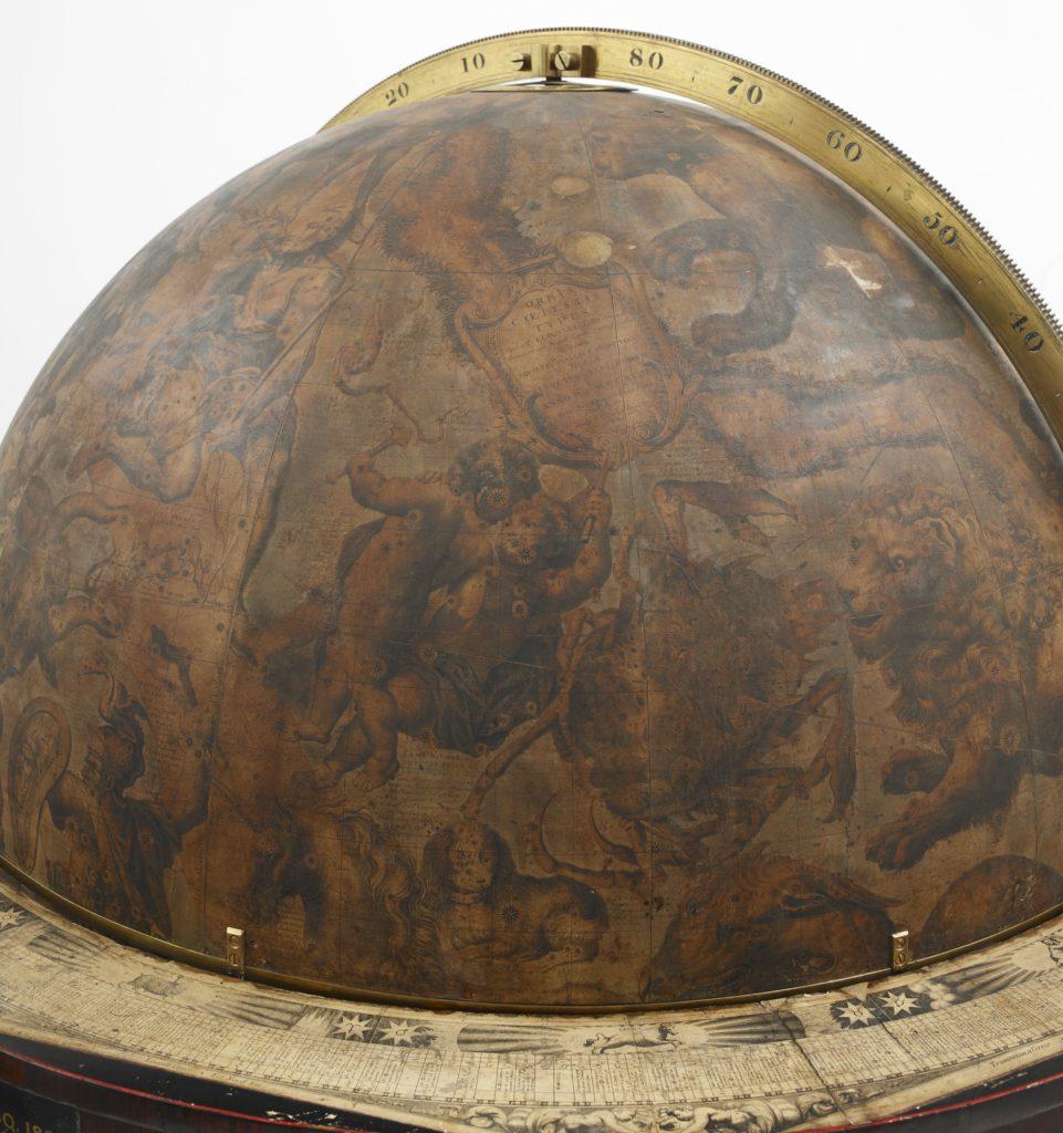 Plan rapproché du globe céleste de l'exposition Harry Potter de la British Library