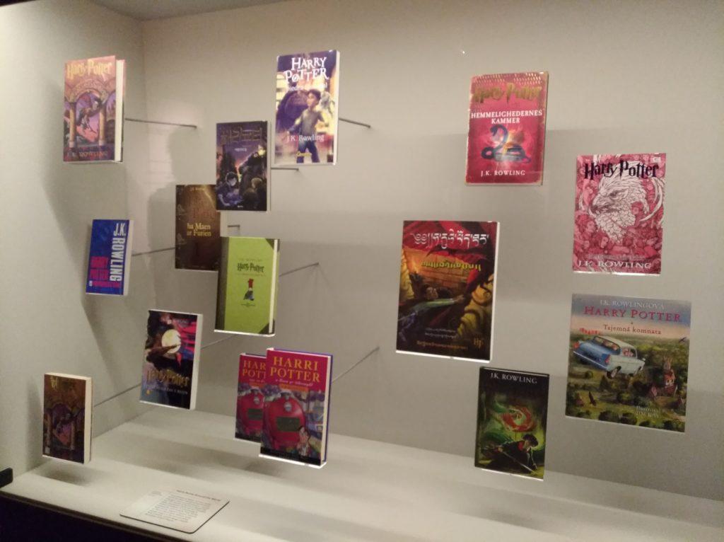 Editions Harry Potter en langues étrangères à l'expositon Harry Potter de la British Library