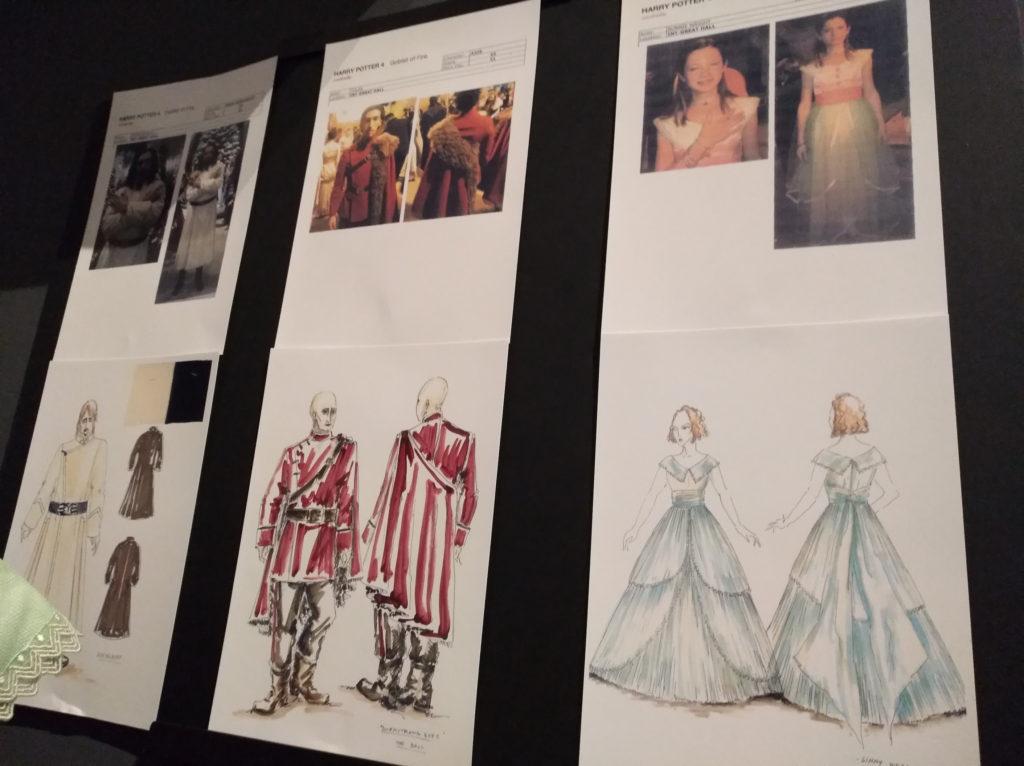 Des dessins conceptuels de costumes pour le bal de Noël exposés lors de Hogwarts in the snow au Warner Bros. Studio Tour London: The Making of Harry Potter