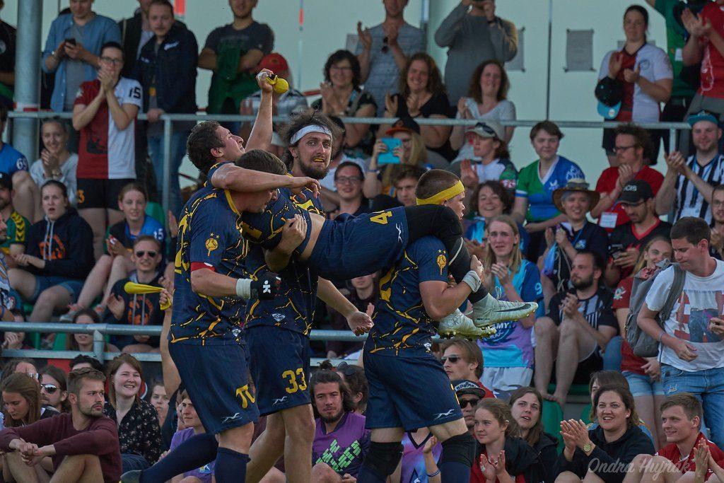 Titans de Paris célébrant leur victoire lors de l'European Quidditch Cup 2019.