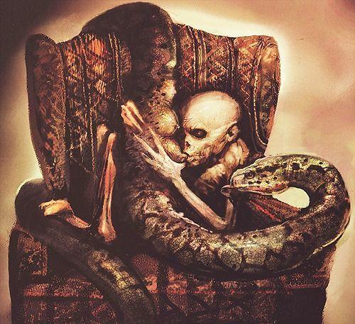 Dessin conceptuel de Harry Potter et la Coupe de Feu : Voldemort têtant les mamelles de Nagini, un serpent qui n'en n'a normalement pas.