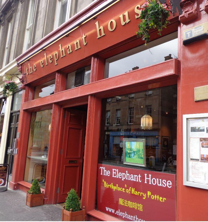 Changement de décor pour l'Elephant House Café