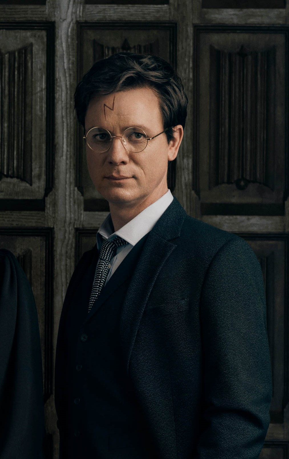 harry-potter-and-the-cursed-child-london-portraits-new-cast-2018-1._the_potters_l-r_susie_trayling_ginny_potter_joe_idris-roberts_albus_potter_and_jamie_ballard_harry_potter_photo_by_charlie_gray_hr.jpg