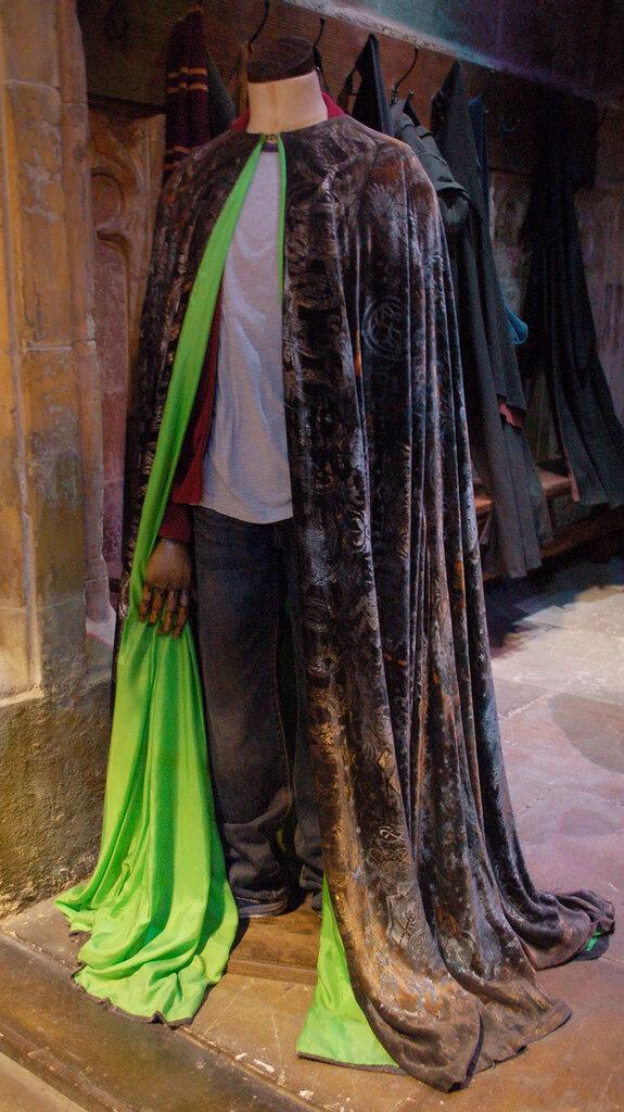 La cape d'invisibilité du premier Harry Potter présentée au Studio Tour