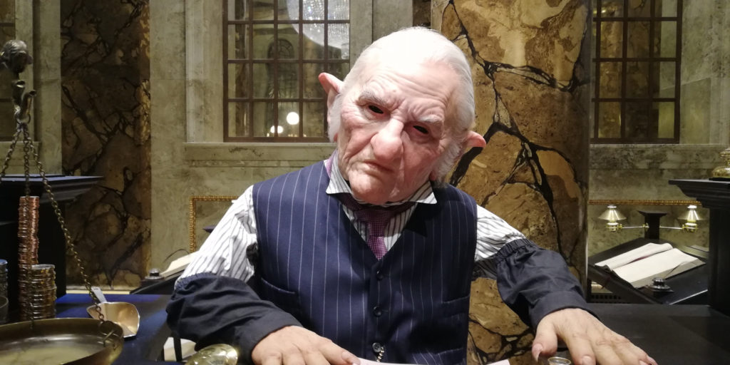 Gobelin à son guichet au Warner Bros Studio Tour London - The Making of Harry Potter - Inauguration Gringotts