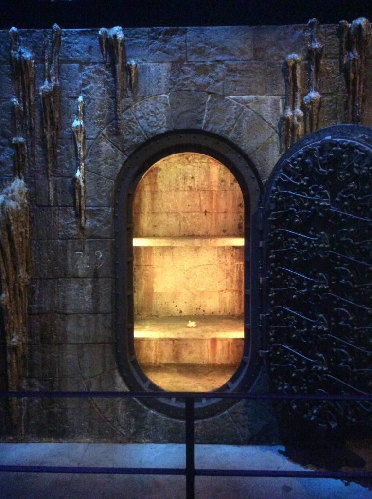 Coffre 713 ouvert et pierre philosophale au Warner Bros Studio Tour London - The Making of Harry Potter - Inauguration Gringotts