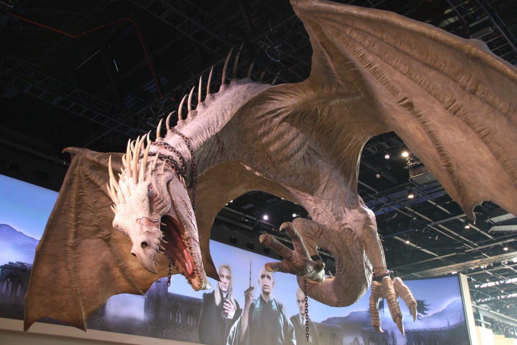 Le pansedefer ukrainien surplombe le hall du Warner Bros Studio Tour London - The Making of Harry Potter - Inauguration Gringotts