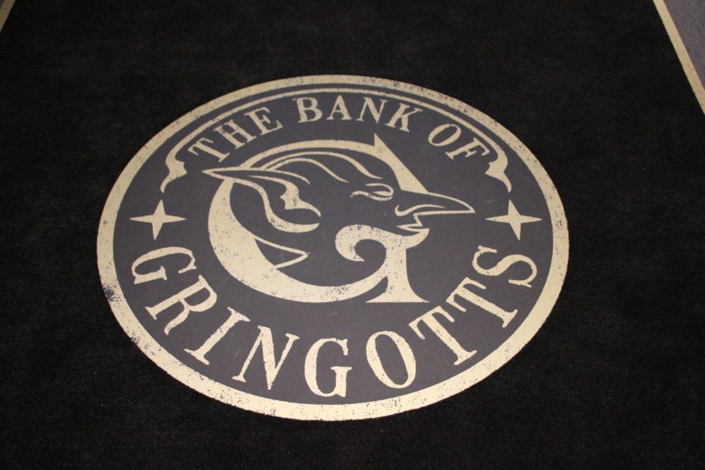 Logo de Gringotts au Warner Bros Studio Tour London - The Making of Harry Potter - Inauguration Gringotts