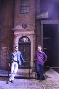 Pantalaemon et Abraxan devant la façade de La Gazette du Sorcier sur le nouveau Chemin de Traverse au Warner Bros Studio Tour London - The Making of Harry Potter - Inauguration Gringotts