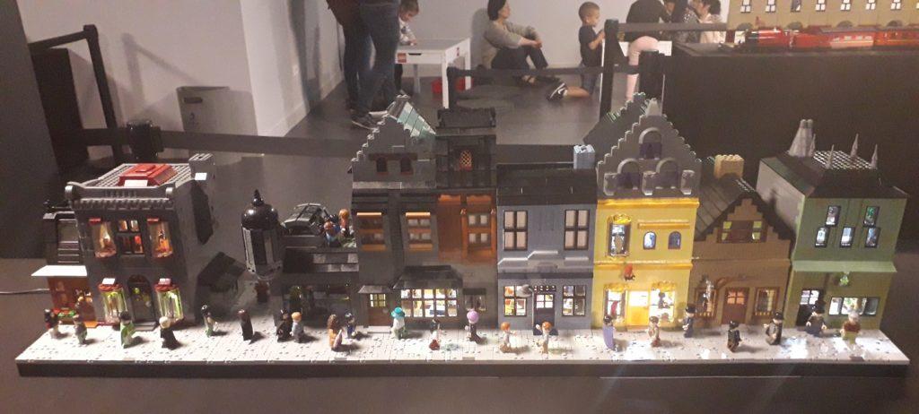 Le Chemin de Traverse représenté en LEGO custom