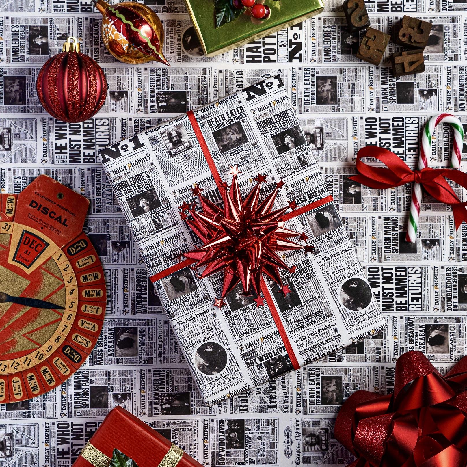 minalima_dailyprophet_gift_wrap_3.jpg
