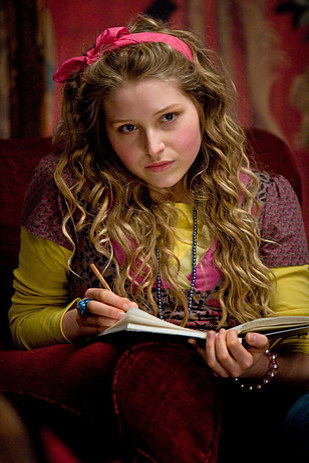 Lavande Brown est interprétée par Jessica Cave à partir de l'Ordre du Phénix.