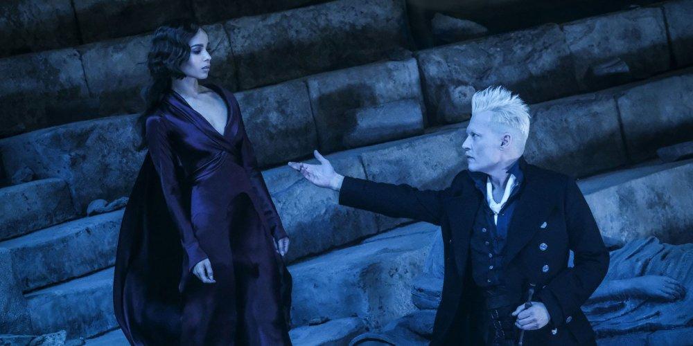 Gellert Grindelwald tend la main à Leta Lestrange lors du combat final dans Les Animaux Fantastiques : Les crimes de Grindelwald