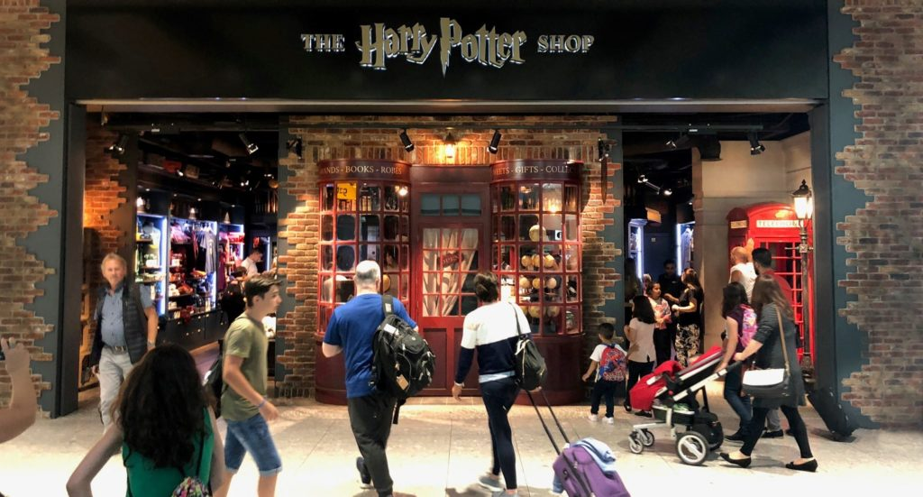 Entrée du magasin Harry Potter officiel à l'aéroport de Heathrow.