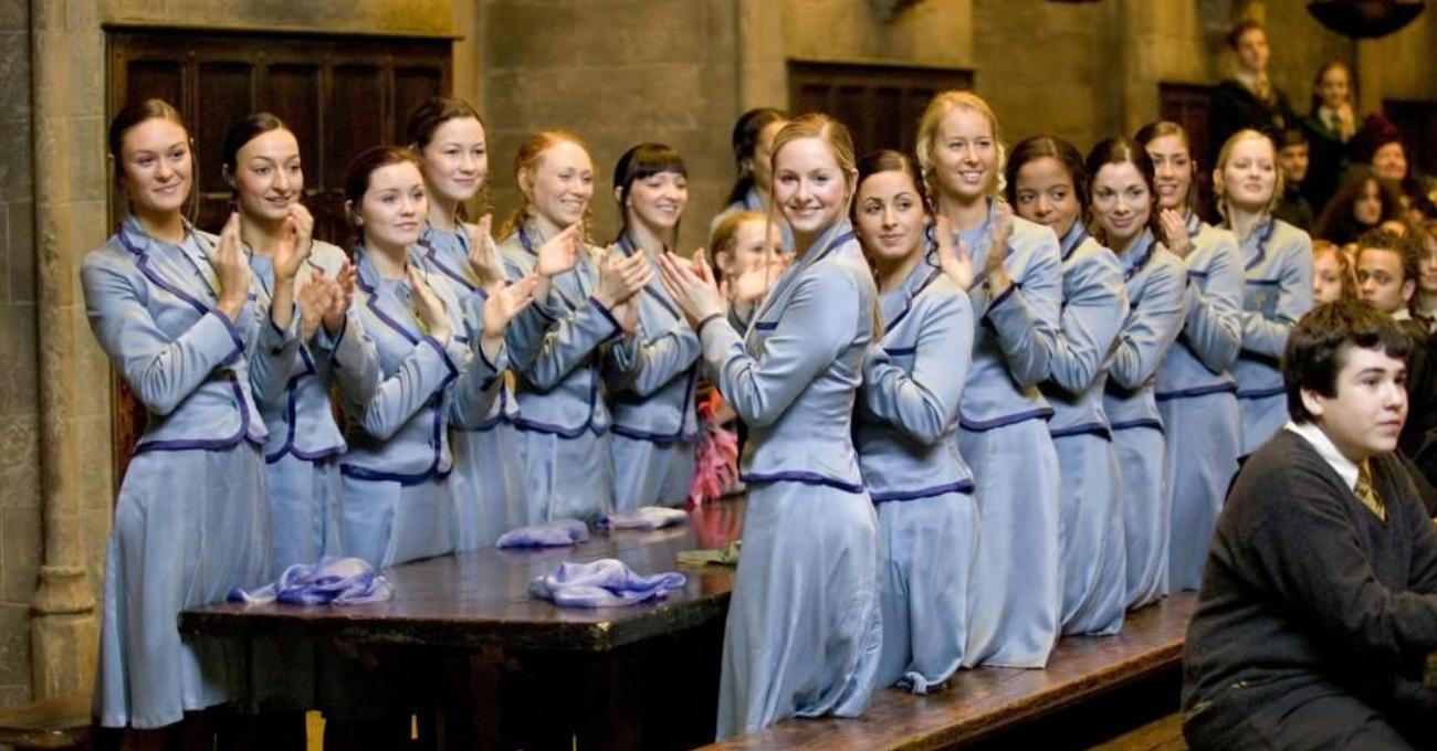 Les filles de Beauxbâtons dans les films se lèvent et applaudissent Fleur Delacour