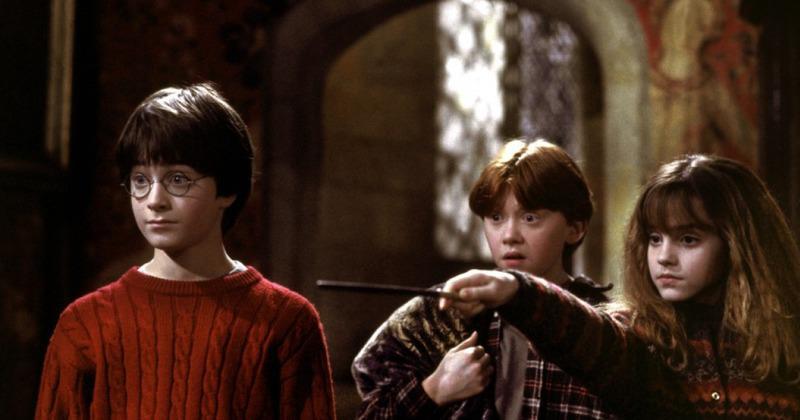 Harry Ron et Hermione dans Harry Potter à l'école des sorciers.