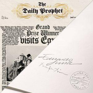 Une de la Gazette du Sorcier annonçant que les Weasley ount remporté une bourse et voyagent avec en Egypte, par MinaLima