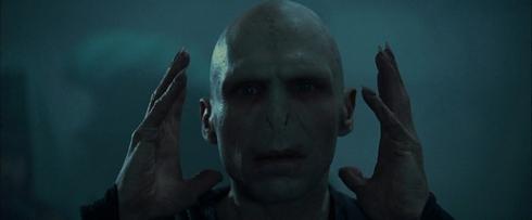 Harry Potter et la Coupe de Feu première apparition de Voldemort, se tient la tête