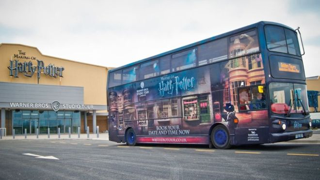 Le Studio Tour Harry Potter prête ses bus aux soignants