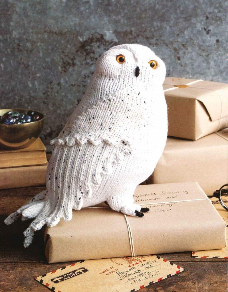 """Une Hedwige en tricot dans le livre """"Harry Potter : La Magie du Tricot"""""""