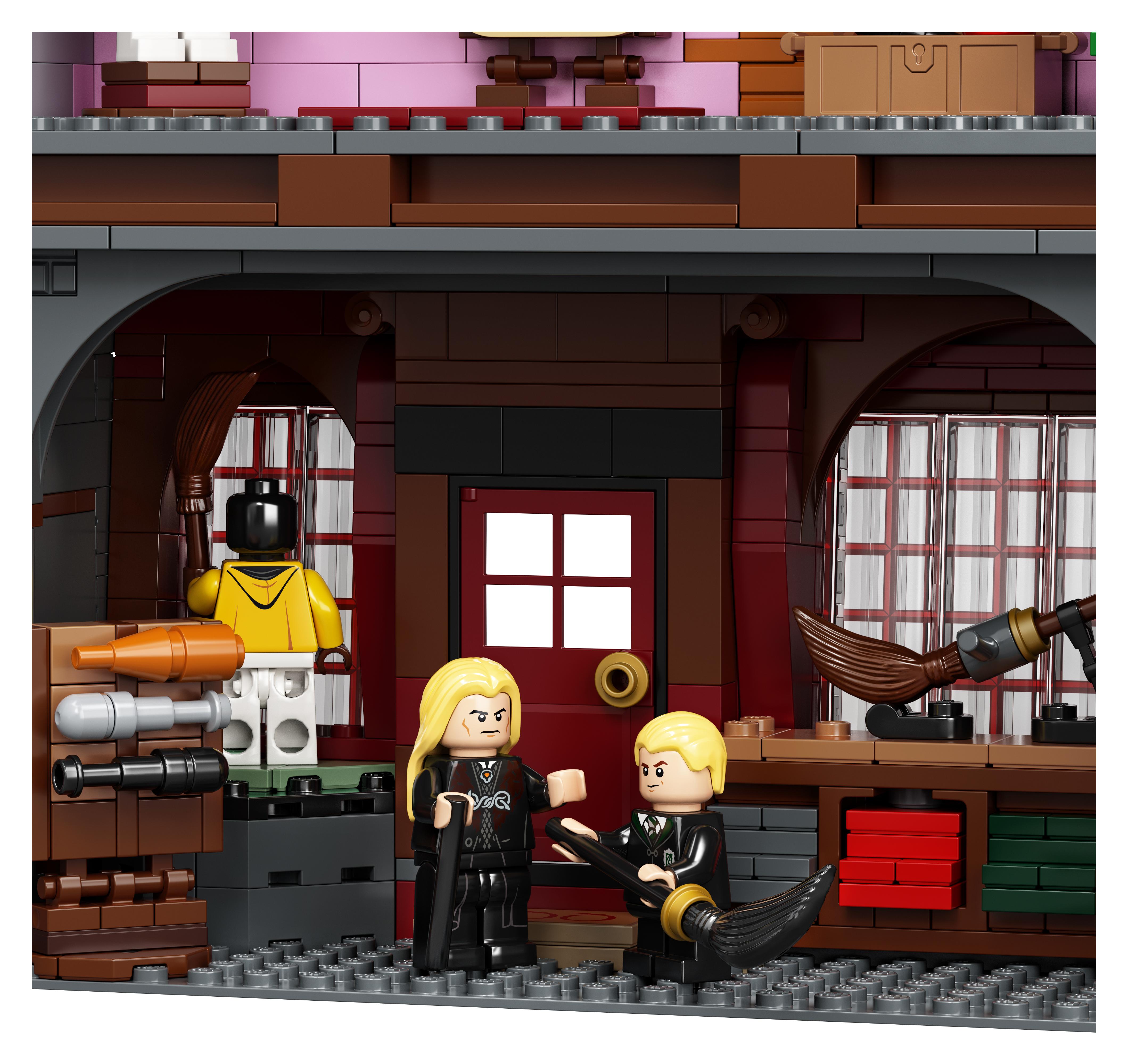 Le Chemin de Traverse en LEGO, version 2020, détail de l'intérieur du magasin de quididtch avec Drago et Lucius Malefoy