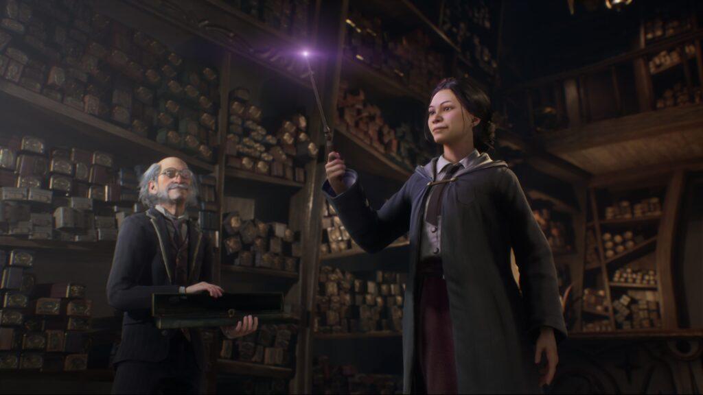 Le personnage sélectionne sa baguette chez Ollivanders dans Hogwarts Legacy - jeu inspiré du Wizarding World et de l'univers de Harry Potter