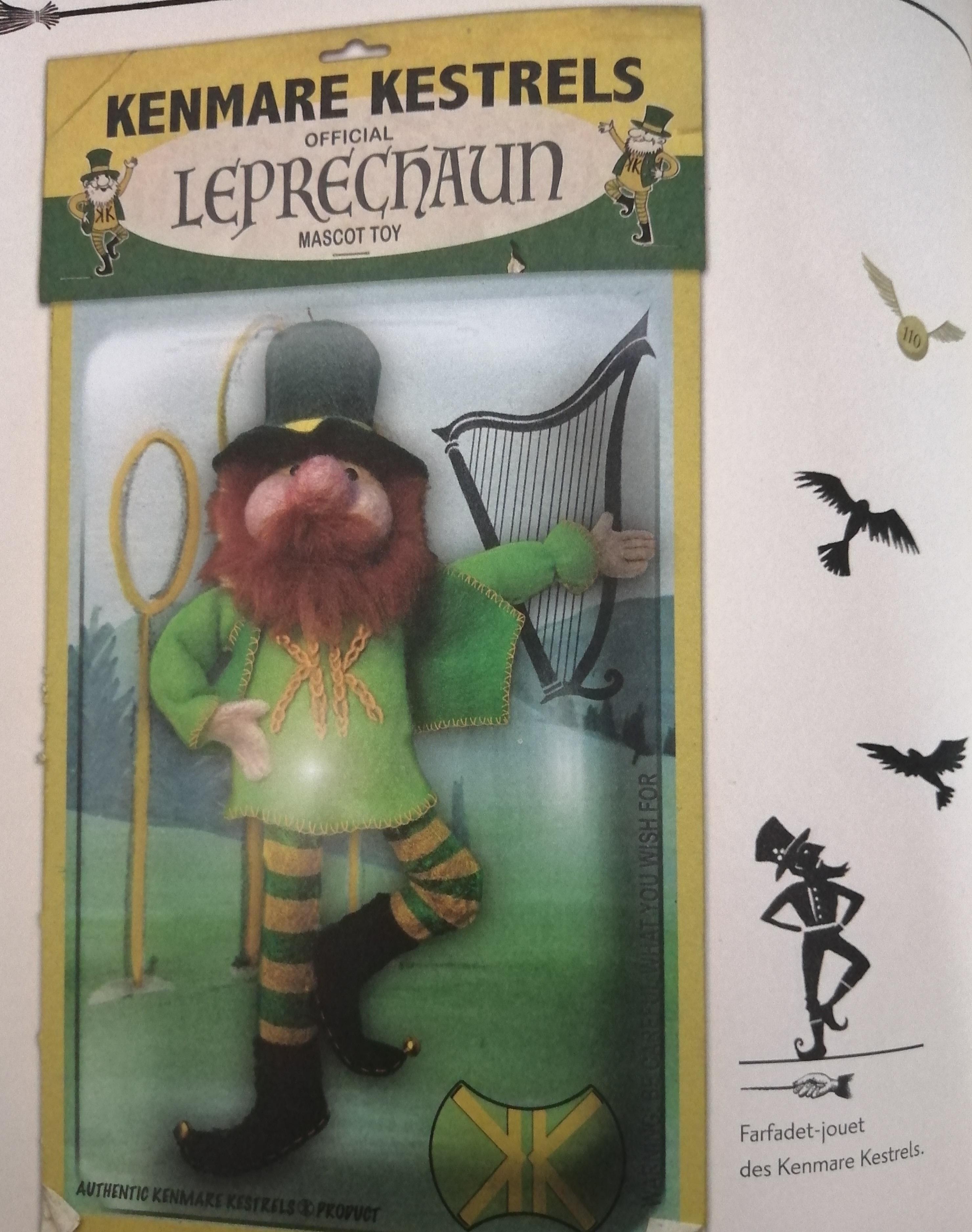 poupée de mascotte dans Le Quidditch à travers les âges illustré par Emily Gravett - édition Gallimard Jeunesse