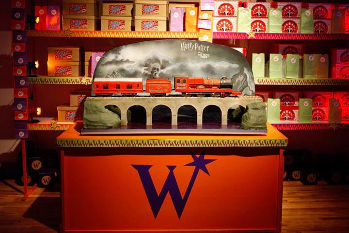 gâteau en forme de Poudlard Express lors de l'avant-première de Harry Potter et le Prince de Sang-mêlé à New York