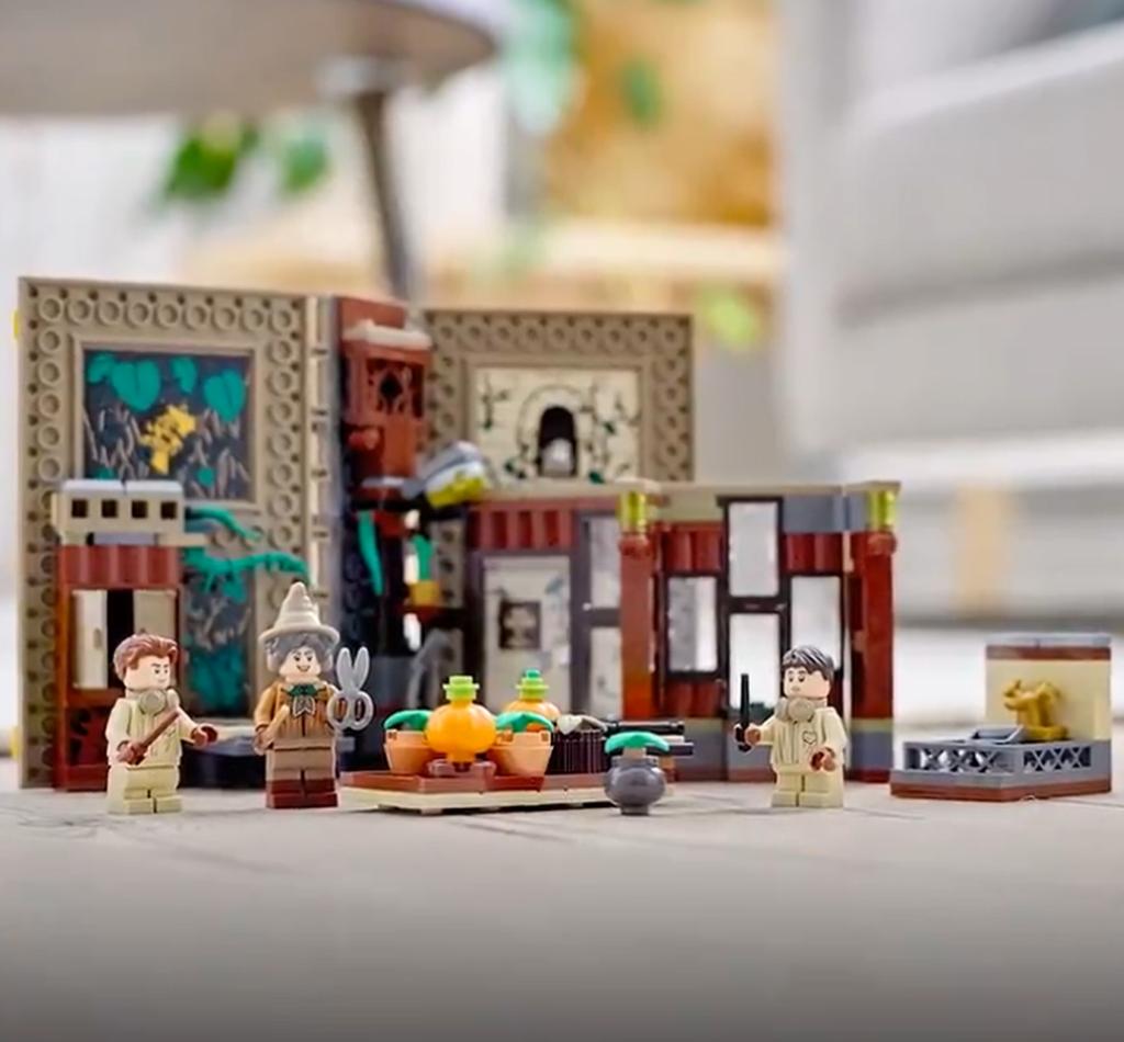 Cours de Botanique LEGO dans le livre Poufsouffle Hogwarts Moments