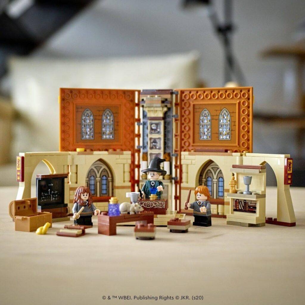 Cours de Métamorphose LEGO dans le livre Harry Potter Gryffondor Hogwarts Moments