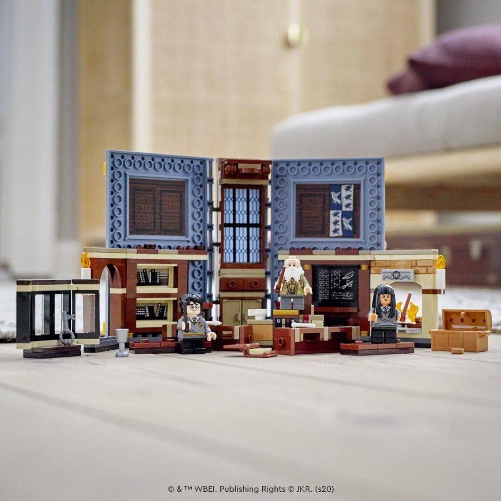Cours de Sortilèges LEGO dans le livre Serdaigle Harry Potter Hogwarts Moments