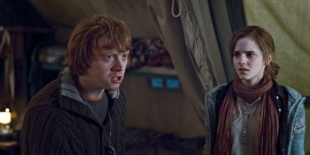 Ron s'énerve sur Harry alors qu'il porte l'horcruxe médaillon de Serpentard dans Harry Potter et les Reliques de la Mort - partie 1
