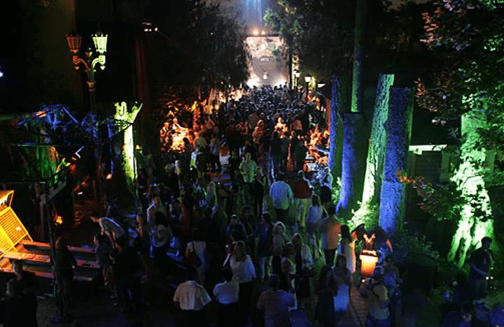 L'espace extérieur évoquant la Forêt Interdite lors de la soirée de gala pour le film Harry Potter et l'Ordre du Phénix