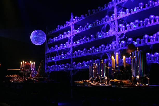 Un mur couvert de prophétie évoquant le département des mystères lors de la soirée de gala pour le film Harry Potter et l'Ordre du Phénix