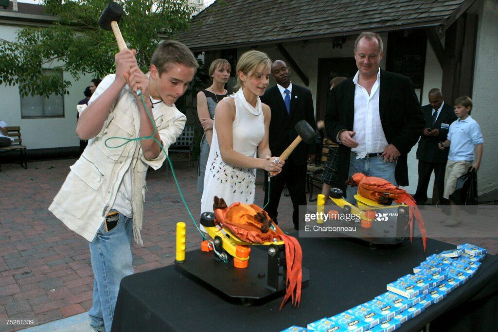 Emma Watson joue à catapulter un phénix la soirée de gala pour le film Harry Potter et l'Ordre du Phénix