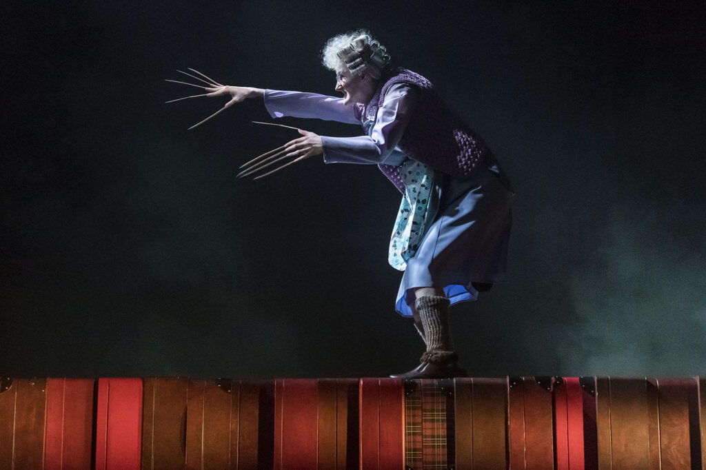 La dame aux friandises dans la pièce de Théâtre Harry Potter & the Cursed Child (L'enfant maudit)