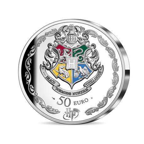 Pièce collector Harry Potter en argent 10€ frappée par la monnaie de Paris pour les 20 ans de la saga Harry Potter : dos, blason de Poudlard colorisé